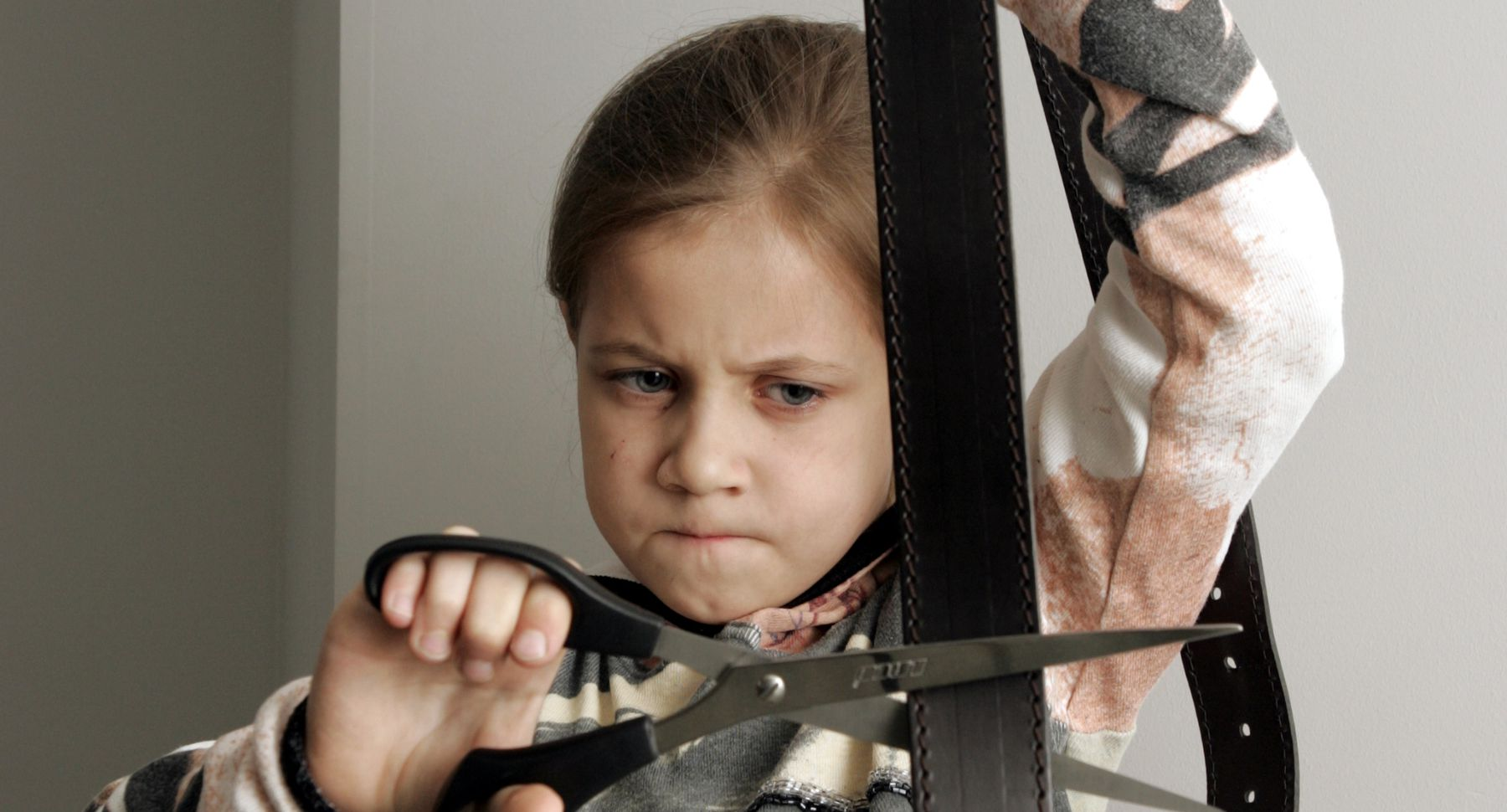Сын наказал свою мать жестоко, Властная мать наказала нахального сына 1 фотография